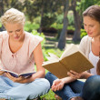 Friends reading books in the park — Stock Photo