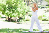 Woman doing stretches outdoors — Stock Photo