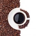 kopp kaffe och bönor — Stockfoto