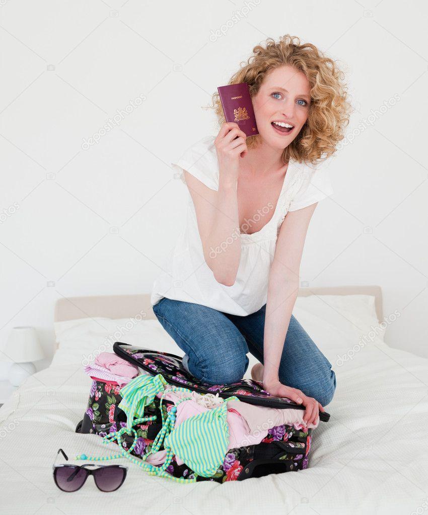 Блондинка в спальнп фото 410-820