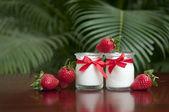 Fresh strawberry yogurt — Stock Photo