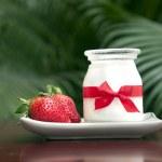 Yogurt and strawberries — Stock Photo