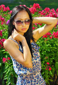 Asian woman in sunglasses — Stock Photo