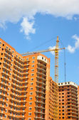 Elevating crane over building — Stock Photo