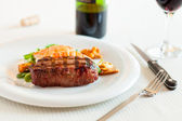 Surf and turf meal — Stock Photo