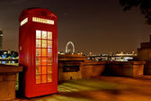 Traditional english phone booth — Stock Photo