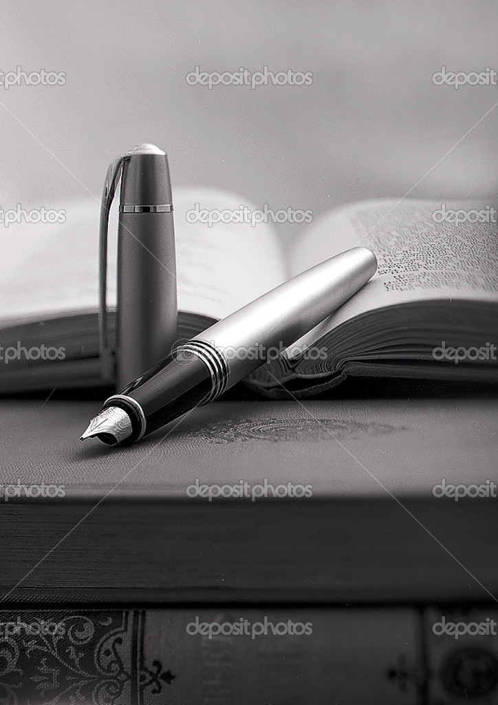 Pen and books — Stock Photo #10206690