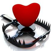 Red heart in trap. — Stock Photo