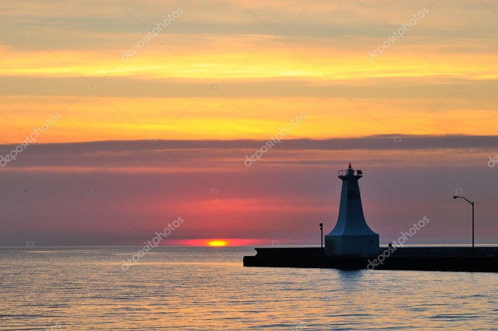 Sunrise over Ontario Lake in Burlington ,Canada — Stock Photo #10086851
