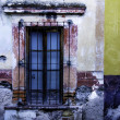 Rustic window, SMiguel de Allende, Mexico — Foto de stock #10325700