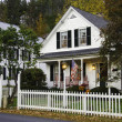 House with white picket fence — Stok fotoğraf