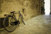 Bicycle in an Italian village — Stock Photo