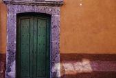Door in the town of San Miguel de Allende, Mexico — Stock Photo