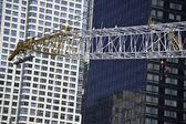 Gru di costruzione presso il sito del centro di commercio mondiale — Foto Stock