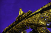 View of Eiffel Tower from below at night — 图库照片