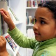 Child in Library - Foto Stock