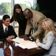 firma contratto di business team — Foto Stock