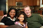Familia interracial — Foto de Stock