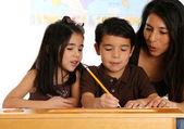 Lärare med studenter — Stockfoto