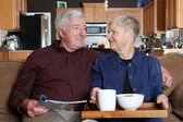 äldre par hemma — Stockfoto