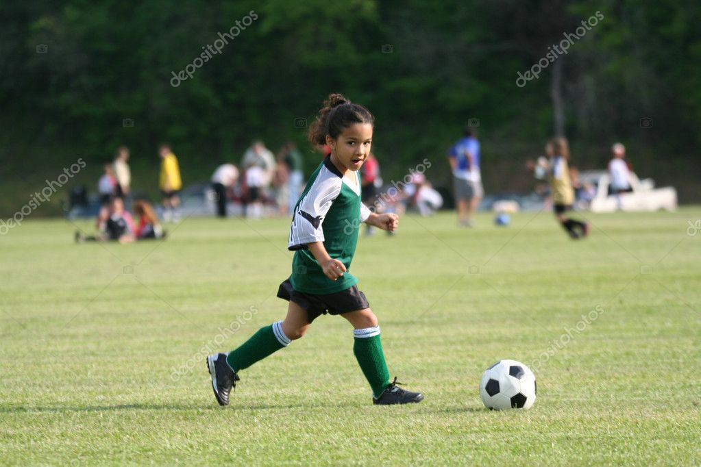 photo of girls playing soccer № 17733