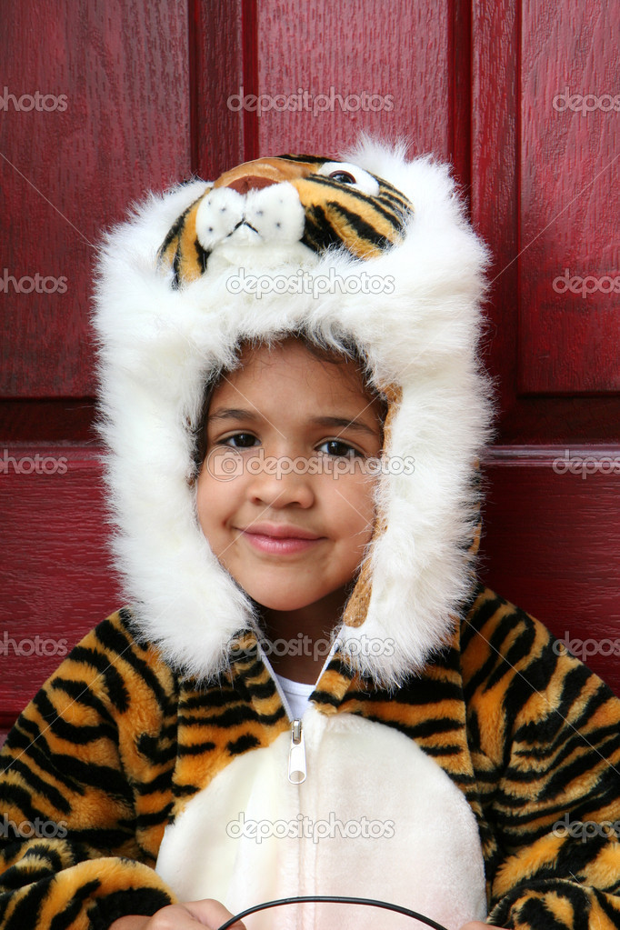 A girl dressed up to go trick or treating — Stock Photo #10000702