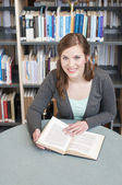 Female student studying — Stock fotografie