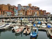 Fhising boats and yacths moored in the seaport of Bermeo, Basque Country. — Stock Photo