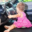 Baby driving a car — Stockfoto