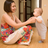 Baby learning to stand — Stock Photo