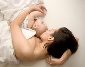 Mother and her baby sleeping — Stock Photo
