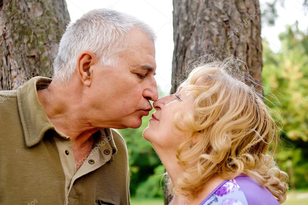 Adorable amorous senior couple kissing on the day of the wedding anniversary — Stock Photo #10056902