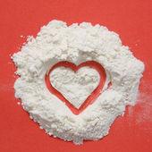 Corazón hecho de harina. — Foto de Stock