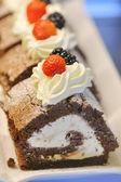 Tranches de gâteau aux fruits — Photo