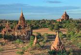 De tempels van bagan bij zonsopgang, bagan, myanmar — Stockfoto