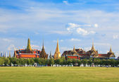 Wat phra kaew, Grand palace, Bangkok, Thailand (view from new gr — Stock Photo