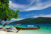 Longtail boat on the beach of Rawi island, Thailand — Stock Photo