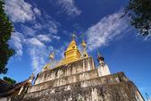 Golden Pagoda at the top. Phu Si, Luangprabang,Laos — Stock Photo