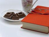 Break from reading books — Stock Photo