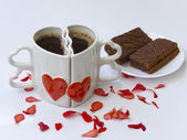 反対の 2 つのコーヒー カップ — ストック写真