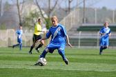 女孩的足球游戏 — 图库照片