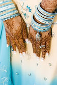 Indian bride with henna hands — Stock Photo