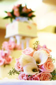 Wedding cake and bouquet — Stock Photo