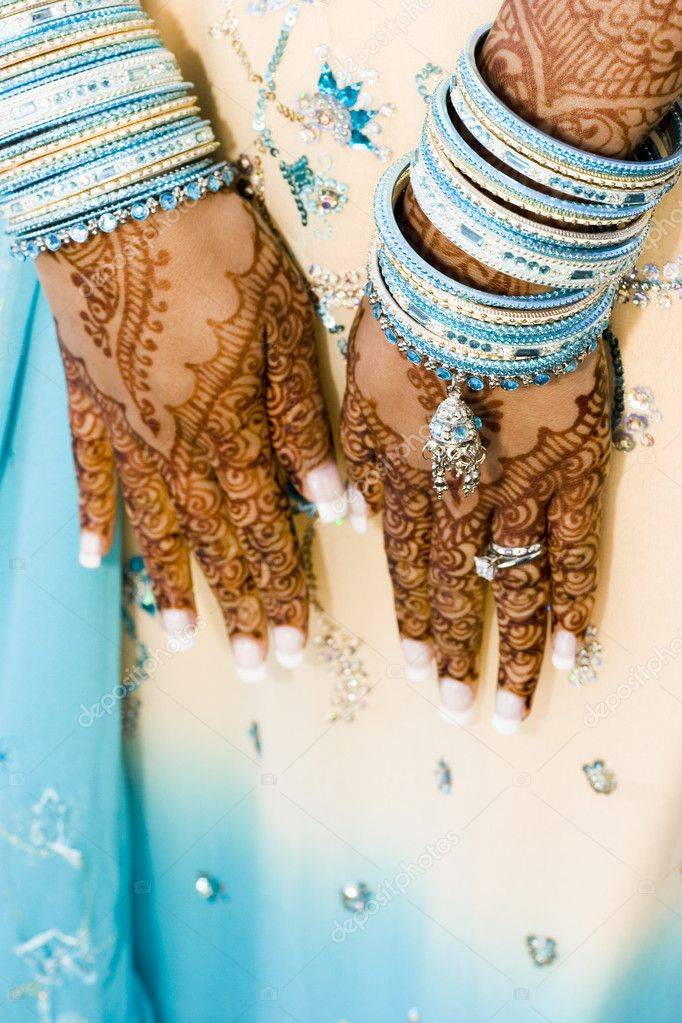 Indian bride in teal gown with henna hands — Stock Photo #9951798