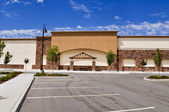 Shopping Center with Paking Lot and Blue Sky — Stock Photo