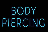 Body Piercing Neon Sign — Stock Photo