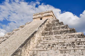 Chichen Itza Ancient Ruins in Mexico are a popular tourist desti — Stock Photo