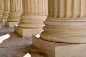 法律和信息在美国最高法院的支柱 — 图库照片
