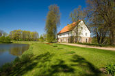 Country house at the lake — Stock Photo