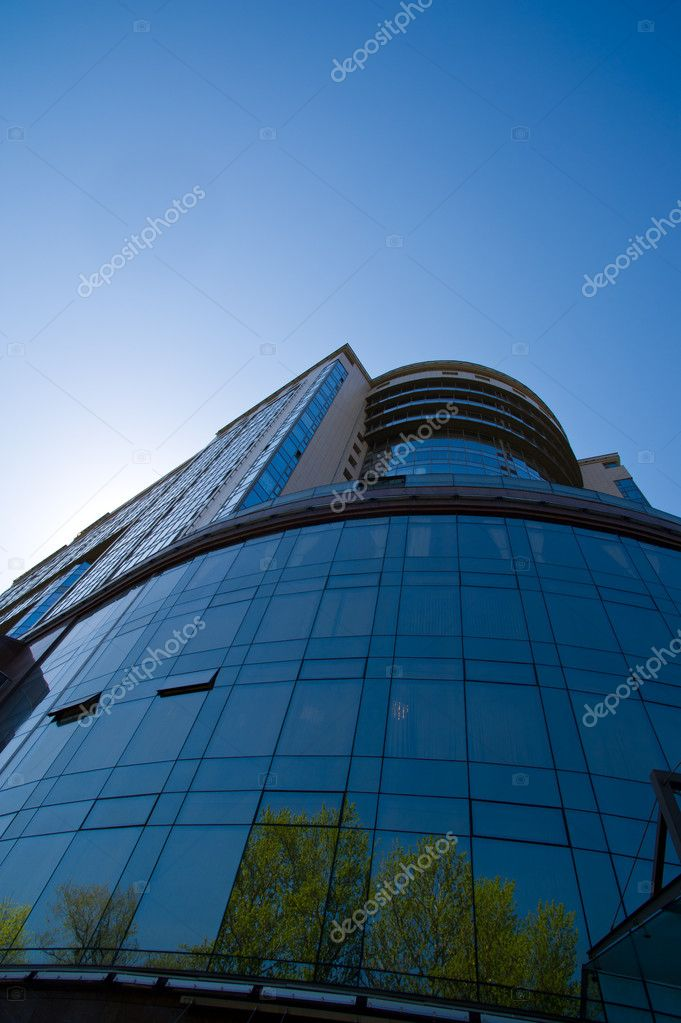 Large and modern office building in downtown — Stock Photo #10712364